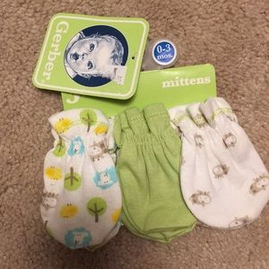 Set of 3 baby mittens